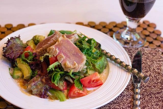 summer salad with seared tuna