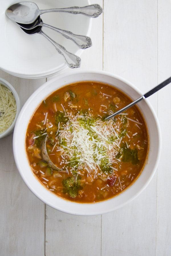 easy, healthy minestrone soup |feelingfoodish.com