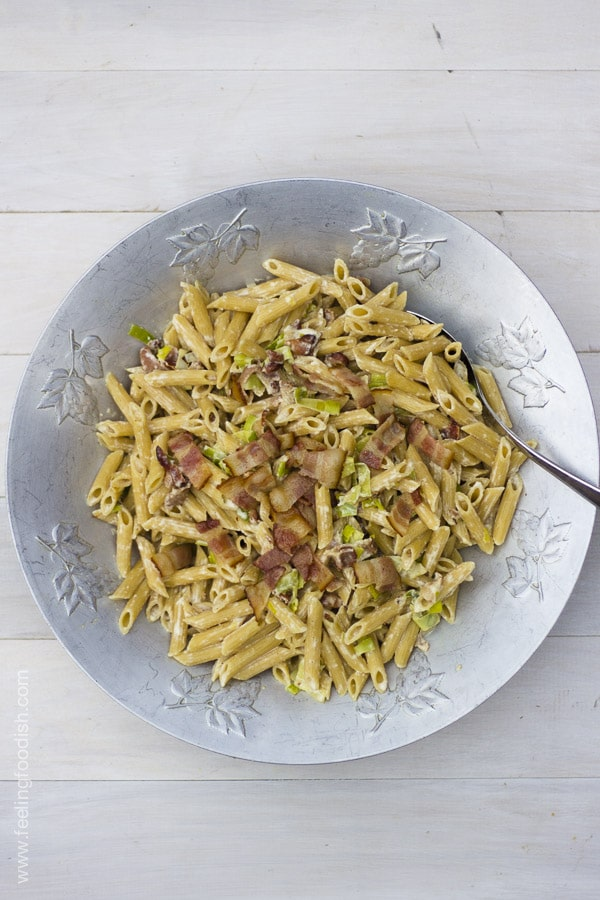 An easy and quick pasta dish with bacon, cheese, and leeks | Feelingfoodish.com