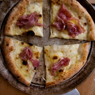 Pizza with proscuitto