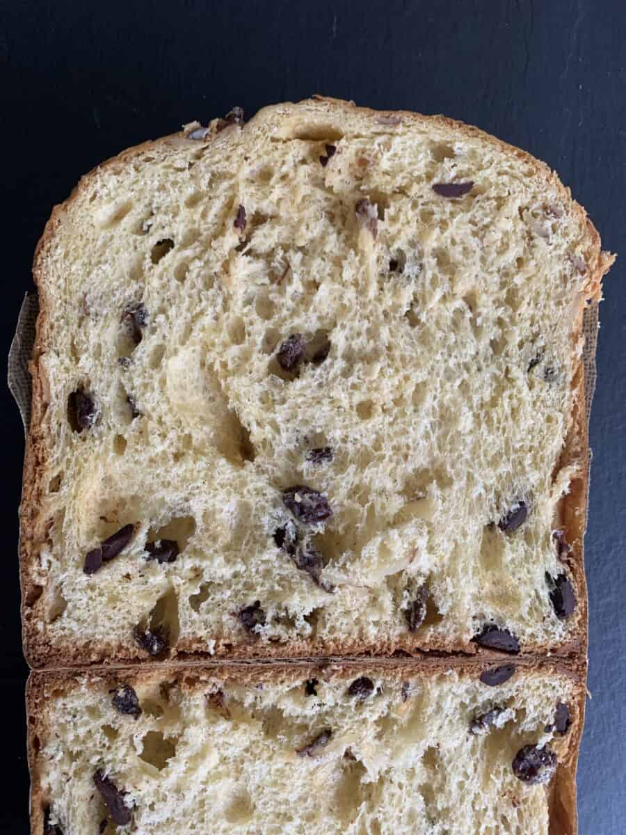 750 mg panettone sliced in half